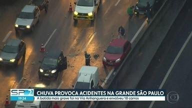 Chuva provoca acidentes na Grande São Paulo - Um deles envolveu um engavetamento de 18 carros na Via Anhanguera.