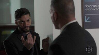 Diogo pede para avisar Alberto sobre o prejuízo dos livros - Diogo finge querer o bem estar do sogro