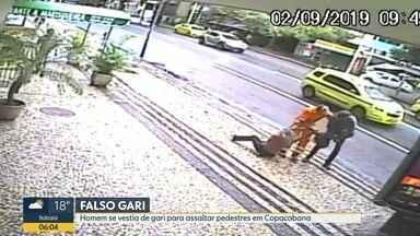 Polícia prende falso gari que praticava assaltos em Copacabana - A Polícia prendeu um homem que se vestia de gari para praticar assaltos em Copacabana. O falso gari agia em dupla com outro homem. Os dois assaltantes foram presos em flagrante.
