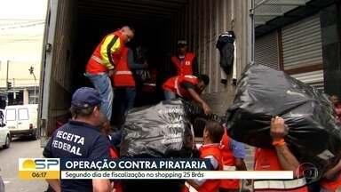 Shopping 25 Brás passa pelo segundo dia de operação contra comércio ilegal - Ação é realizada por agentes da Receita Federal com apoio da Prefeitura de SP.