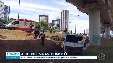Destaques do dia: Caminhão cai em vala e dois homens ficam feridos em Salvador - Confira este e outros destaques desta terça-feira (3).