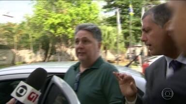 Ex-governadores do Rio Garotinho e Rosinha voltam a ser presos - Os dois são acusados de superfaturamento na construção de moradias populares, quando Rosinha era prefeita da cidade de Campos, no Norte do estado.