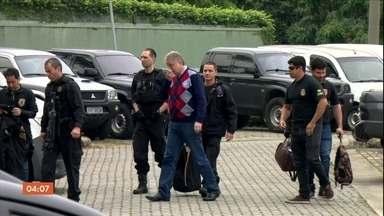 Suspeitos de fraudar o Fies e o Prouni são presos em São Paulo - Ao todo, a Polícia Federal prendeu 19 pessoas suspeitas de fraudar os programas de bolsas e financiamento estudantil do governo Federal. Entre os detidos está o dono e reitor de uma universidade.