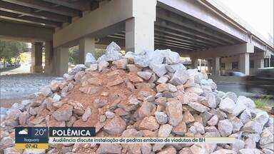 Audiência na Câmara de BH discute instalação de pedras embaixo de viadutos - Prefeitura alega que os tapetes de pedras são um tratamento urbanístico.
