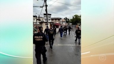 Dois moradores do complexo de favelas da Maré, no Rio morrem vítimas de bala perdida - Policiais militares e federais fizeram uma operação ontem para fechar uma rádio clandestina, na favela.