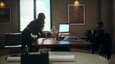 Fabiana acha que Agno mandou Leandro para ameaçá-la - Fabiana chega revoltada na construtora do empresário