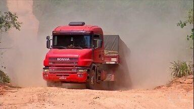 Estradas precárias prejudicam o transporte de cargas em Mato Grosso - Caminhoneiros reclamam das condições da BR-174 e MT-208, que ficam no noroeste do estado