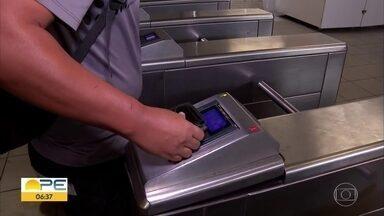 Passagem do Metrô do Recife sobe de R$ 2,60 para R$ 3 - Aumento surpreendeu alguns dos passageiros nesta segunda-feira (9).