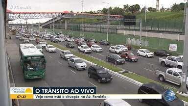 Veja como está o trânsito em diversos pontos da capital baiana no início desta segunda - A Avenida Paralela tem fluxo intenso de veículos nos dois sentidos.
