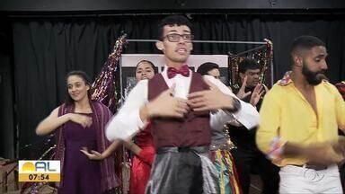 Alunos da Escola Técnica de Artes realizam apresentações de peça de teatro com circo - Junto com essa metalinguagem, os artistas também prometem encantar o público com a beleza do canto.