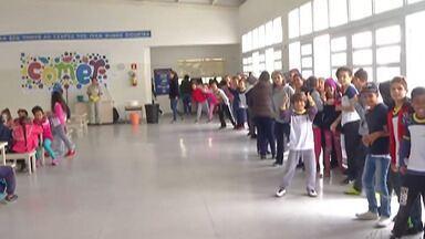 Escolas municipais de Mogi recebem hortaliças, verduras e legumes para a merenda - A prefeitura renovou o contrato com cooperativas do Alto Tietê para o fornecimento dos alimentos para as crianças.
