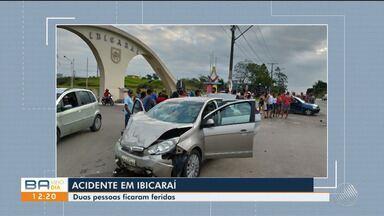 Acidente entre dois carros deixa dois feridos em na cidade de Ibicaraí, próximo à Itabuna - A colisão aconteceu na tarde de domingo (8), na BR-415.