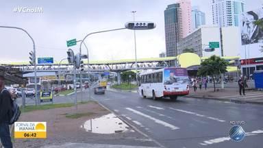 Semáforo quebra e deixa o trânsito complicado na região do Iguatemi - Situação foi resolvida perto das 8h da manhã.