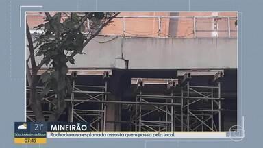 Fenda na esplanada do Mineirão preocupa telespectador em Belo Horizonte - Andaimes estão escorando a estrutura. Empresa que administra o estádio disse que está fazendo reparos nas juntas de dilatação.