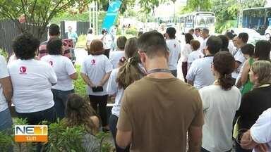 Funcionários do Serpro protestam no Recife contra proposta de privatização do governo - Concursados do Serviço Federal de Processamento de Dados fizeram uma manifestação em frente à sede da empresa, no Parnamirim.