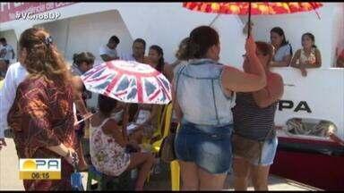 Famílias de Santarém, recebem serviços de saúde no barco hospital papa Francisco - O atendimento segue até amanhã na orla do município.