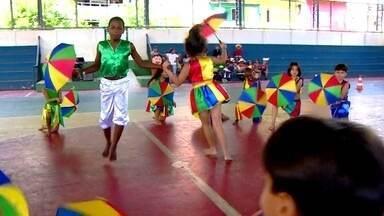 Lúcia Cristina é a personagem de hoje no quadro Gestão Nota 1000 - Diretora da E.M. Professor Waldir Garcia, em Manaus, resolveu o problema da evasão escolar com atividades culturais.