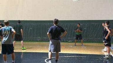 Bauru Basket investe nas categorias de base - A procura pelas categorias de base foi tanta que o Bauru Basket conseguiu formar dois times sub 15. Todos os meninos tem o desejo de, um dia, se tornarem profissionais do basquete.