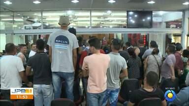 Vendedores ambulantes exigem negociação com a Prefeitura de João Pessoa - Ambulantes foram retirados das calçadas no Centro da cidade.
