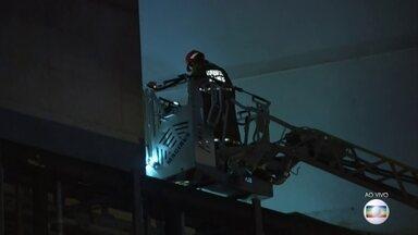 Bombeiros procuram por sobreviventes no hospital que pegou fogo no Rio - Um curto-circuito é a causa mais provável para o incêndio em um hospital da zona Norte do Rio. Uma pessoa morreu.