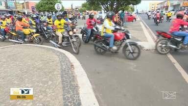 Mototaxistas exigem regularização em Santa Inês - Mototaxistas exigem a conclusão do processo de regularização do serviço prestado pela categoria iniciada pela prefeitura há mais de um ano.