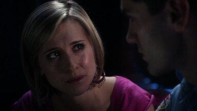 Vítima - Com um serial killer solto em Metropolis, e Clark investigando, Davis teme ser identificado como o criminoso e tenta convencer Chloe de sua inocência.