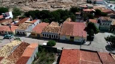 Vilarejo em cânion na Bahia está há 65 anos sem ocorrência policial; cadeia virou ruína - Santo Inácio é uma cidadezinha que saboreia cada momento da vida. Este sossego todo está mantido desde quando tinha garimpo por ali.