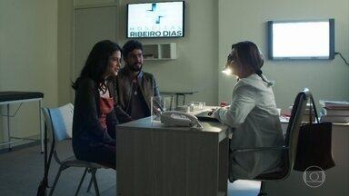 Laila e Jamil procuram Letícia - Ela conta que pelo teste de farmácia está grávida e quer confirmar e dar início ao pré-natal