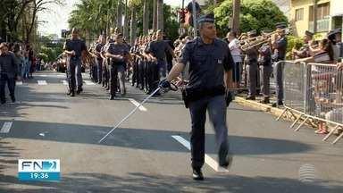 Desfile cívico comemora o aniversário de 102 anos de Presidente Prudente - Milhares de pessoas participaram da festa neste sábado (14), na Avenida Washington Luiz, no Centro da cidade.