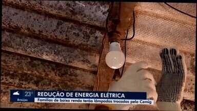 Em Araxá, 1,7 mil famílias de baixa renda têm lâmpadas substituídas pela Cemig - Programa de eficiência energética visa redução do consumo da energia. Em alguns casos, até geladeiras serão trocadas.