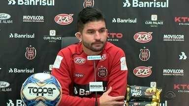 Brasil apresenta reforço no ataque para a disputa da série B - Assista ao vídeo.