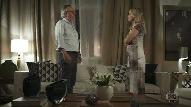 Karina não aceita se divorciar de César - Ela diz que já passou o tempo de se separarem e que devem ficar juntos