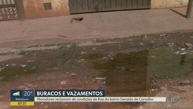 Moradores reclamam de buracos e vazamento no asfalto em Ribeirão Preto - Problema persiste no bairro Geraldo Correia de Carvalho.