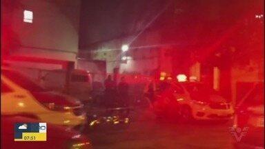 Homem é morto no Centro de Santos durante a madrugada - Primeiras informações apontam que crime teria sido causado por ciúme.