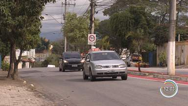 Pedestres reclamam de falta de faixa de pedestres na avenida Independência em Taubaté - Atravessar a rua virou um desafio.