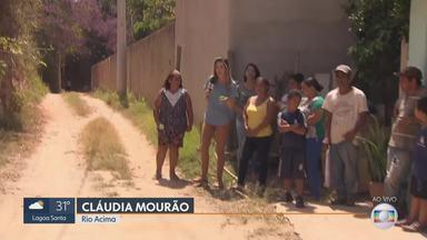MG Móvel está de volta a Rio Acima - Moradores da rua Vila Estrada Real aguardam obras de rede de esgoto, pavimentação e iluminação pública. Prefeitura pediu dois meses para concluir parte das obras.