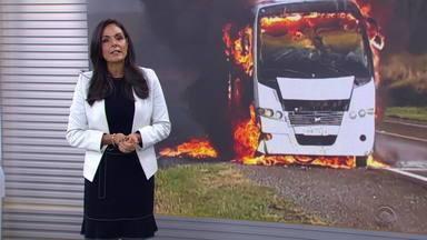Micro-ônibus com passageiros de Alegrete tem pane elétrica e pega fogo - Assista ao vídeo.