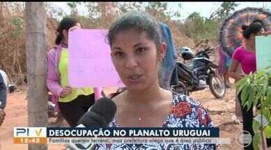 Terreno é desocupado e famílias protestam - Terreno é desocupado e famílias protestam