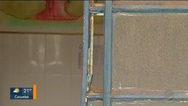 Escola Nelson Magabeira sofre terceira invasão - Ladrões levaram materiais da cozinha