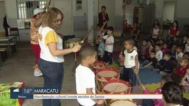 Manifestação cultural é promovida em escolas de Santos - Iniciativa busca trazer cultura tradicional do Nordeste.