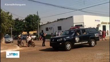 Polícia prende 5 dos 9 vereadores de Araguapaz por suposto esquema de propina - Políticos teriam cobrado dinheiro para não votar pelo impeachment da ex-prefeita da cidade.