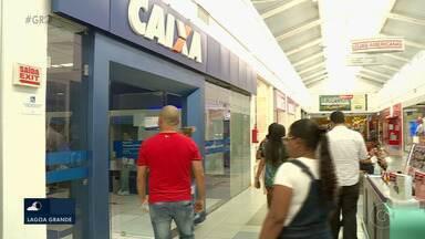 Homem encontra 11 mil reais em cheques e devolve para o dono em Petrolina - O servidor público Joilson Campos esperou por cerca de uma hora e meia até resolver a situação