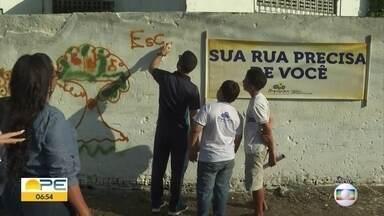 Crianças de Itapissuma ajudam a deixar cidade mais limpa - Projeto busca conscientizar sobre descarte correto do lixo.