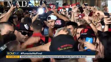 Athletico chega a Porto Alegre para decisão da Copa do Brasil - Furacão enfrenta hoje o Internacional, às 21h30.