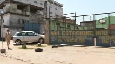Moradores de Belford Roxo se dizem acuados pela violência - De um lado, os moradores enfrentam áreas dominadas pela milícia. Do outro, há regiões em que traficantes dão as ordens.