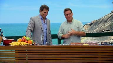 Edson Celulari - Para receber o ator Edson Celulari, o chef Claude Troisgros prepara um prato super leve, que tem a cara do verão: peito de frango recheado com cottage e cebolinha.