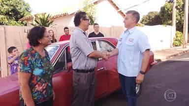 Luciano vai a Uberaba-MG para reformar Corcel 1971 de Agnaldo no 'Lata Velha' - Agnaldo é dono do Corcel e mora em Uberaba-MG