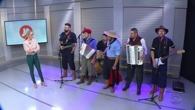 'Os 4 Gaudérios' tocam no estúdio do Jornal do Almoço - Assista ao vídeo.