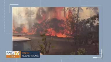Incêndio atinge área de vegetação em Conceição do Mato Dentro - Chamas começaram na tarde desta sexta-feira (20). Labaredas altas chegam perto de estrada.