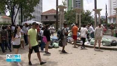 Voluntários cuidam da Praça do Derby no Dia Mundial da Limpeza - Praia de Boa Viagem também teve o lixo recolhido por participantes dessa iniciativa global.